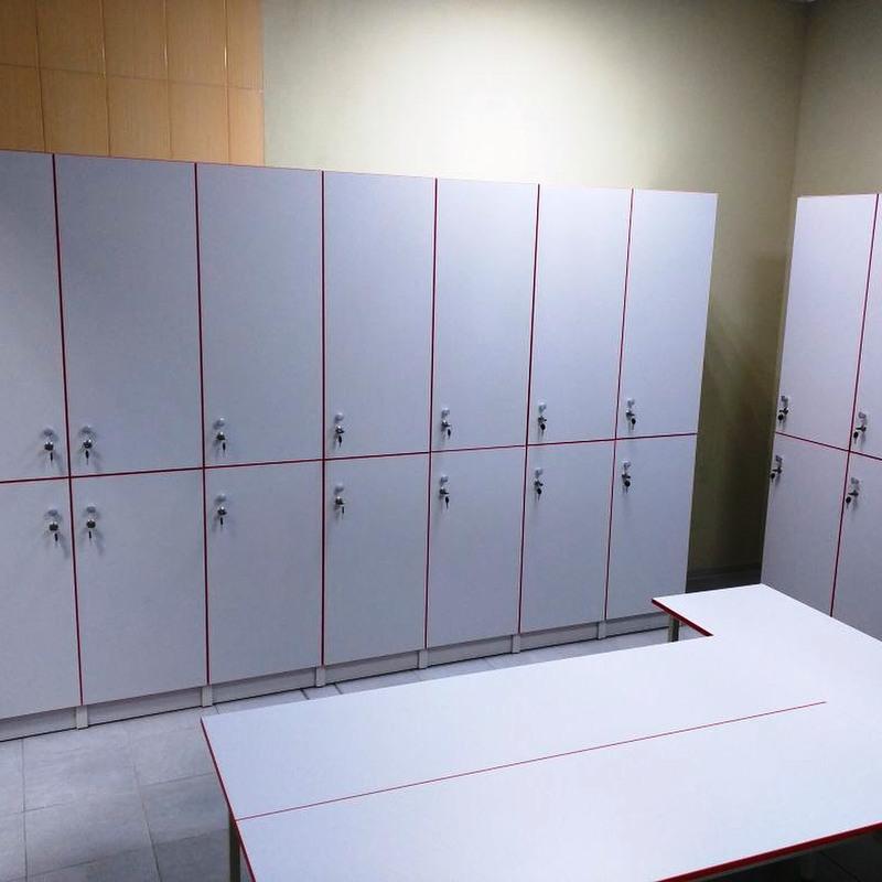 Торговая мебель-Шкафчики для раздевалки «Модель 156»-фото1
