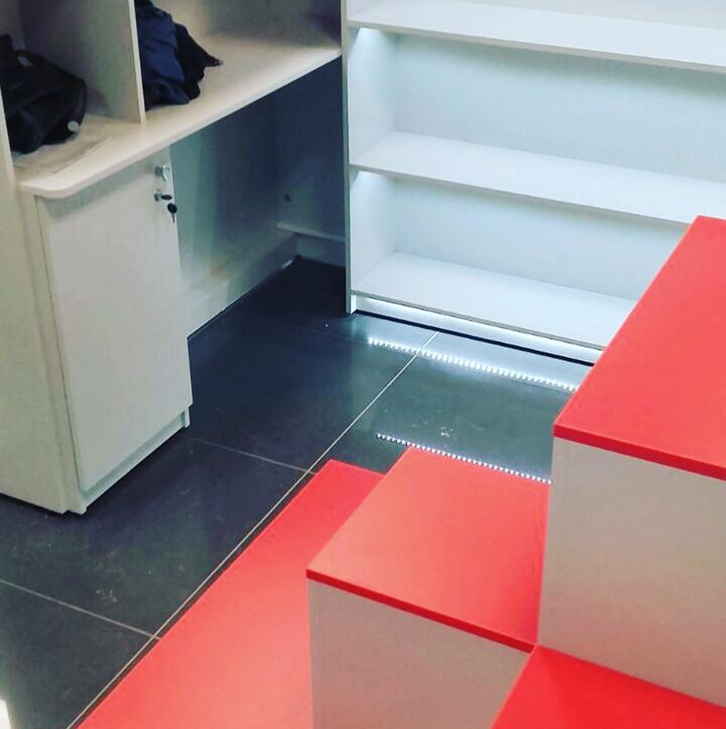 Магазин косметики-Мебель для магазина «Модель 176»-фото2