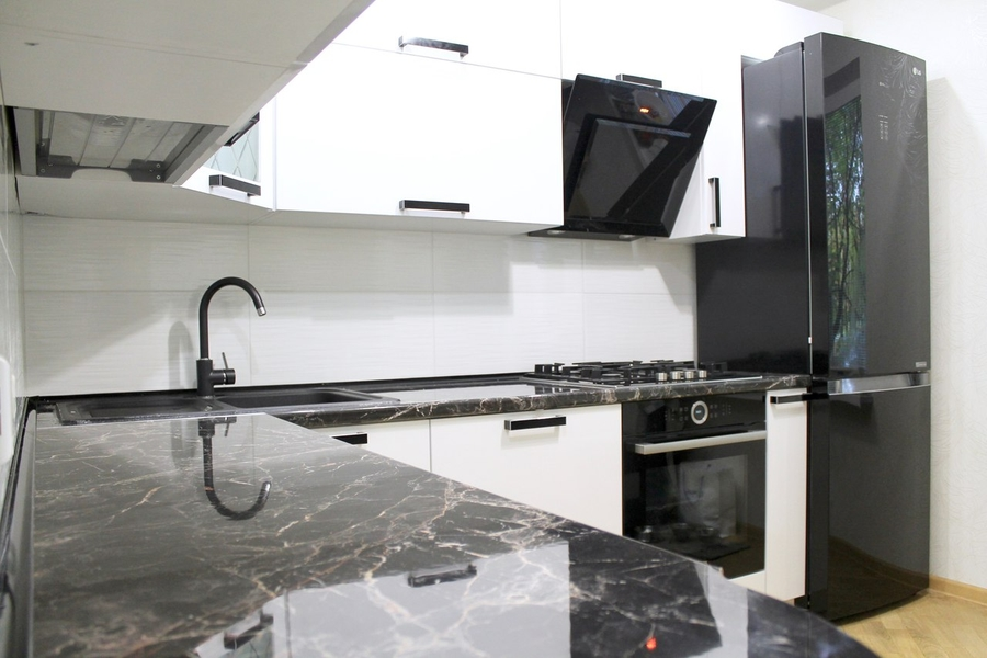 Белый кухонный гарнитур-Кухня МДФ в ПВХ «Модель 300»-фото1