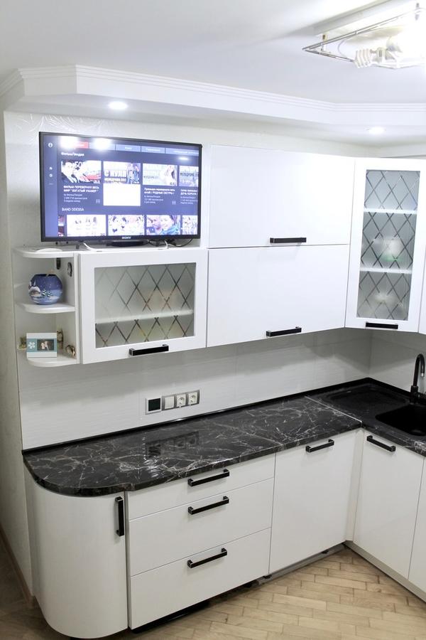 Белый кухонный гарнитур-Кухня МДФ в ПВХ «Модель 300»-фото2