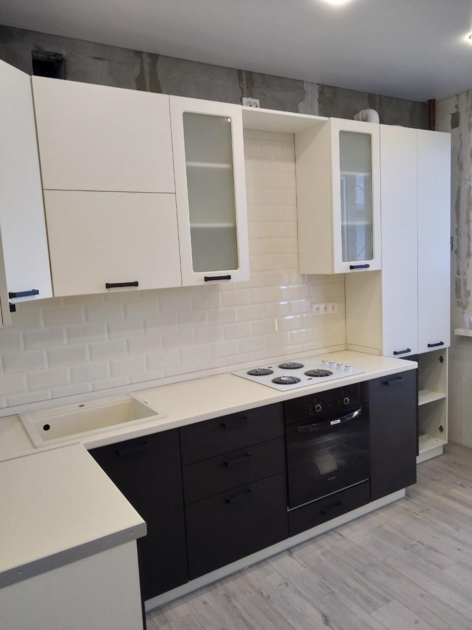 Белый кухонный гарнитур-Кухня МДФ в ПВХ «Модель 545»-фото1