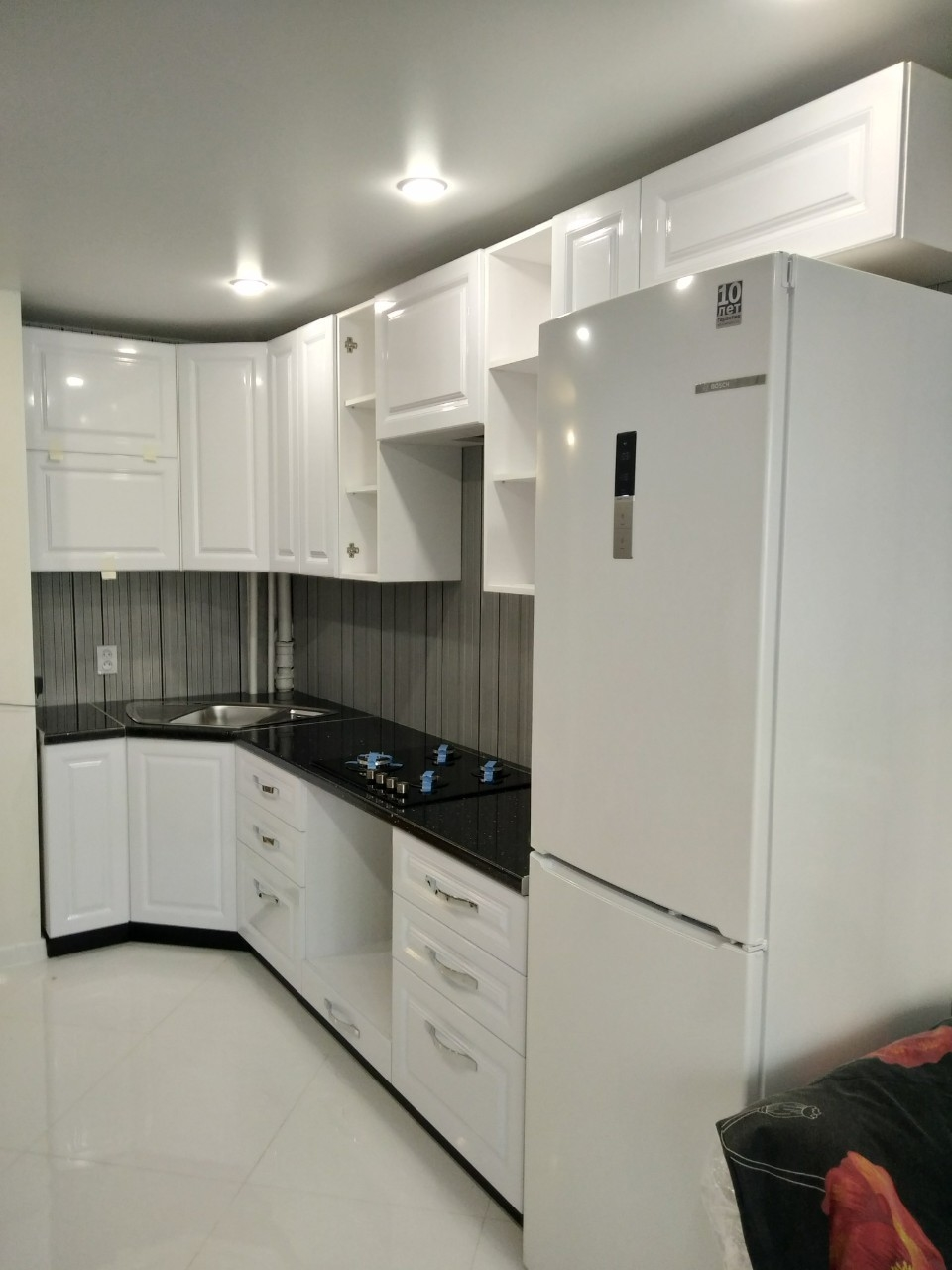 Белый кухонный гарнитур-Кухня МДФ в ПВХ «Модель 533»-фото1