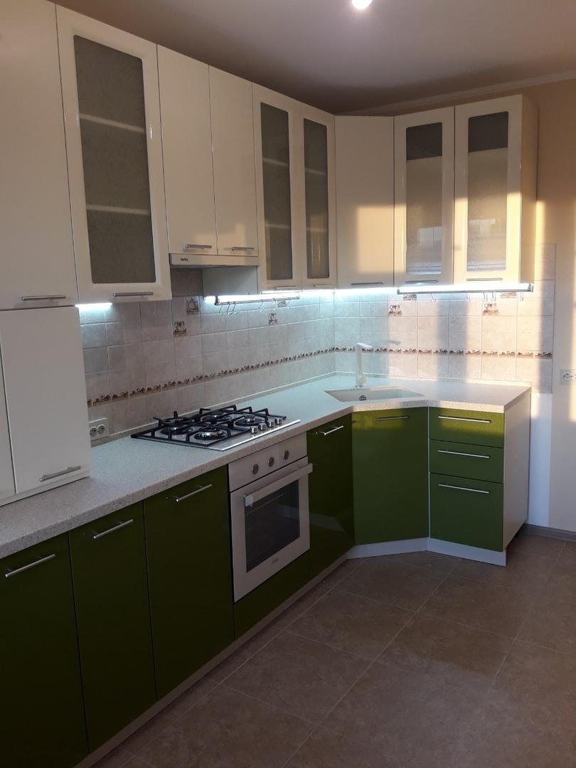 Белый кухонный гарнитур-Кухня МДФ в ПВХ «Модель 528»-фото1