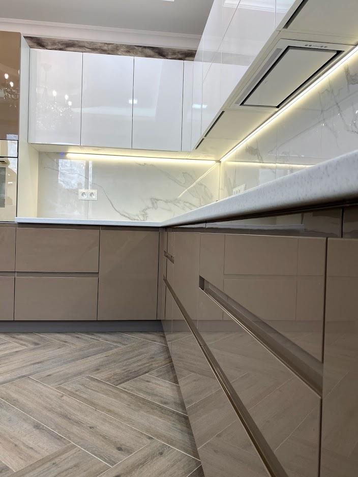 Белый кухонный гарнитур-Кухня МДФ в эмали «Модель 565»-фото2