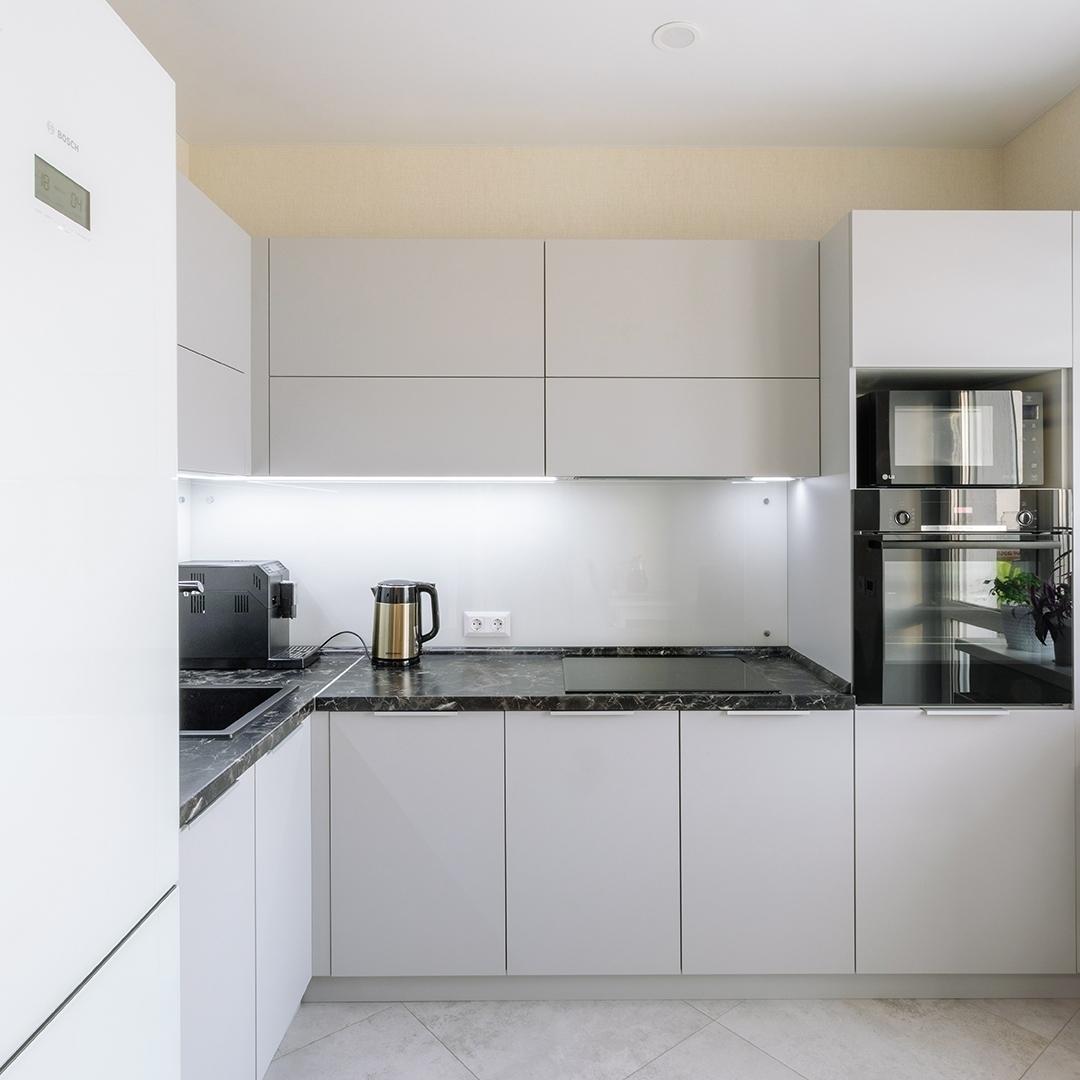 Белый кухонный гарнитур-Кухня из пластика «Модель 610»-фото1