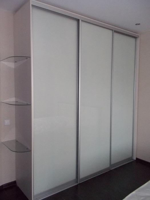 Белые шкафы-купе-Шкаф-купе из стекла Лакобель «Модель 103»-фото1
