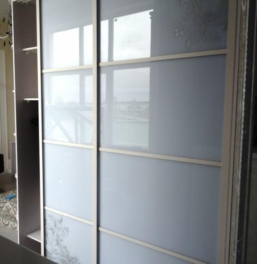 Бельевой шкаф-купе-Шкаф-купе из стекла Лакобель «Модель 458»-фото3