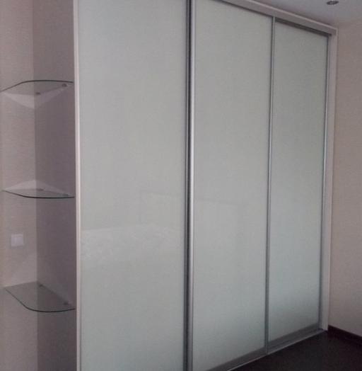 Белые шкафы-купе-Шкаф-купе из стекла Лакобель «Модель 103»-фото4