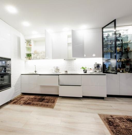 Белый кухонный гарнитур-Кухня МДФ в эмали «Модель 606»-фото5